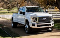 """Ford Debuts New """"Godzilla"""" 7.3-Liter V8 And 10-Speed Auto"""